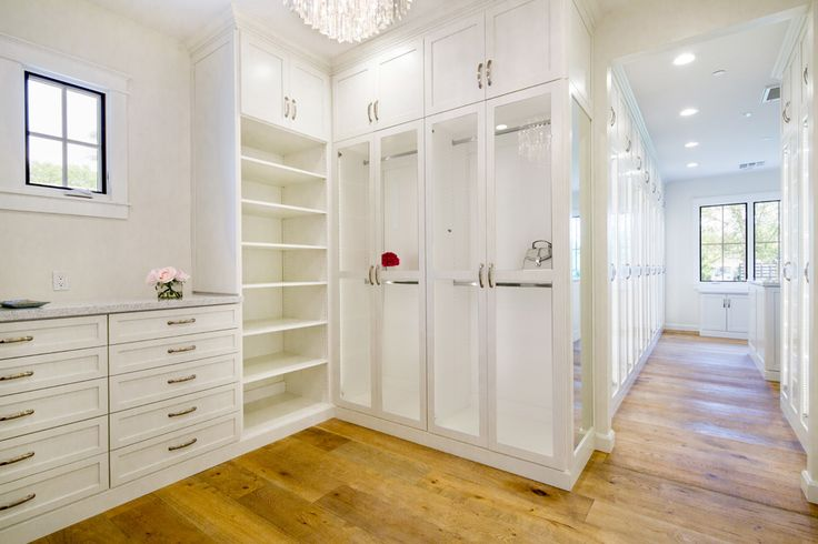 Beautiful White Luxury Closet. Enough Space For All You Clothes, Shoes,  Accessories.