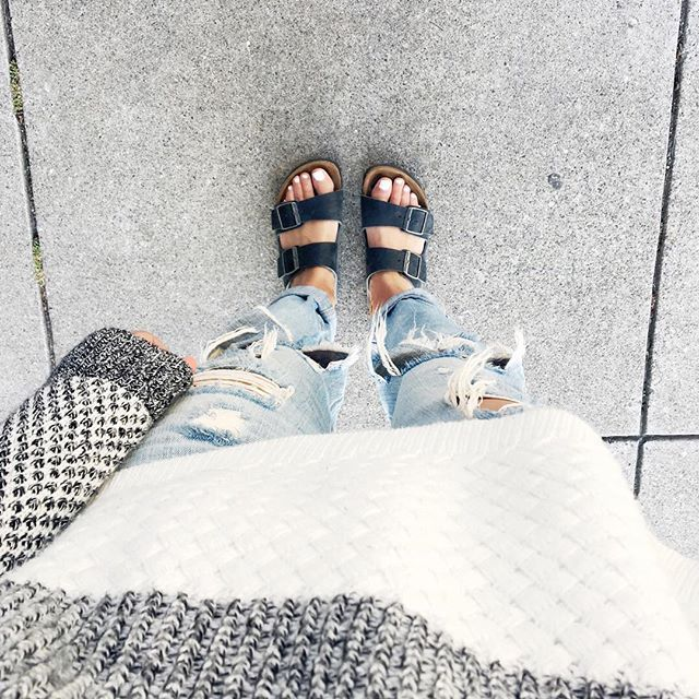 So this is what you wear in a San Francisco summer - ripped jeans, a light sweater, and sandals. Keeps you warm but still looks like a summer outfit! #sfsummer #birkenstock #everydaymadewell