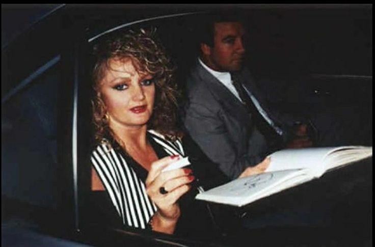 Signing Autographs!! Bonnie Tyler  #bonnietyler #gaynorhopkins #gaynorsullivan #robertsullivan #1990s