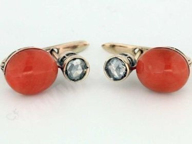 Antichi orecchini con corallo e rose di diamanti