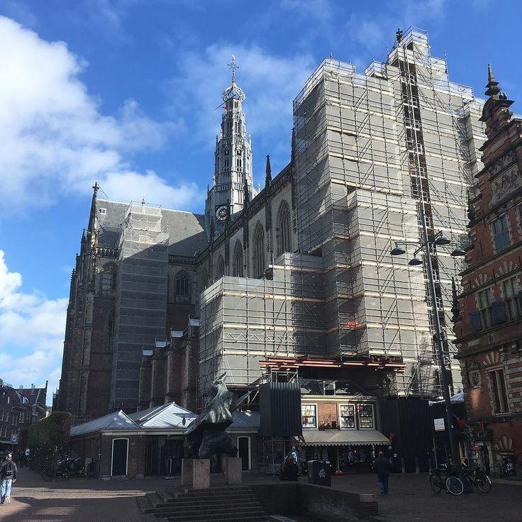 In de steigers #onderhoudsbeurt #bavokerk #haarlem #grotemarkt #vrijdag #haarlemcityblog #haarlemcity