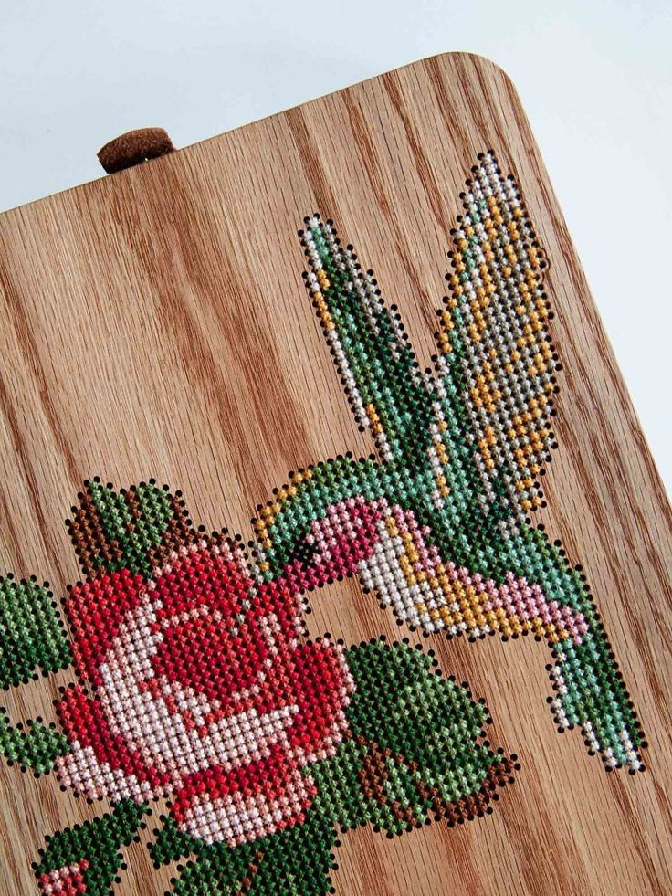 Bolsas de madeira com aplicações em ponto cruz é a nova tendência » Portal do…