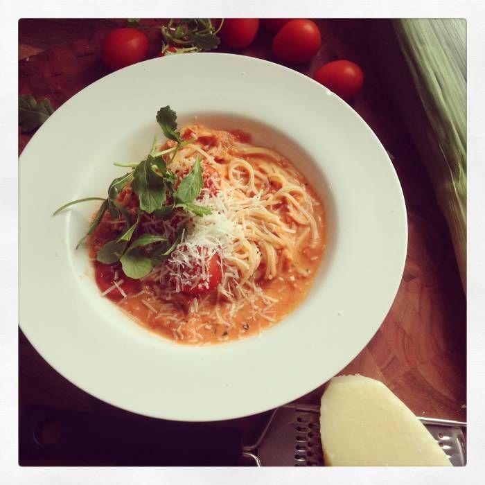 Krämig tomatsås med spagetti - Mitt Kök