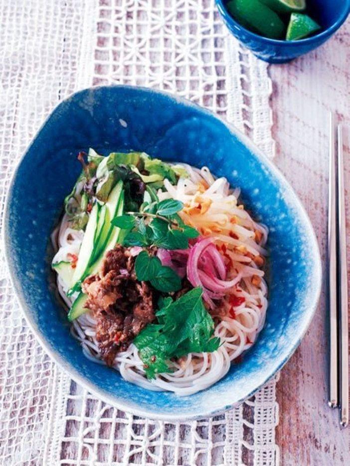 ベトナム料理に欠かせない甘酸っぱいタレ、ヌクチャムをかけたさっぱり麺|『ELLE a table』はおしゃれで簡単なレシピが満載!