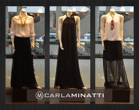 La combinación camisera blanca con falda es una de nuestras favoritas y que combina perfectamente con un collar sobrio.