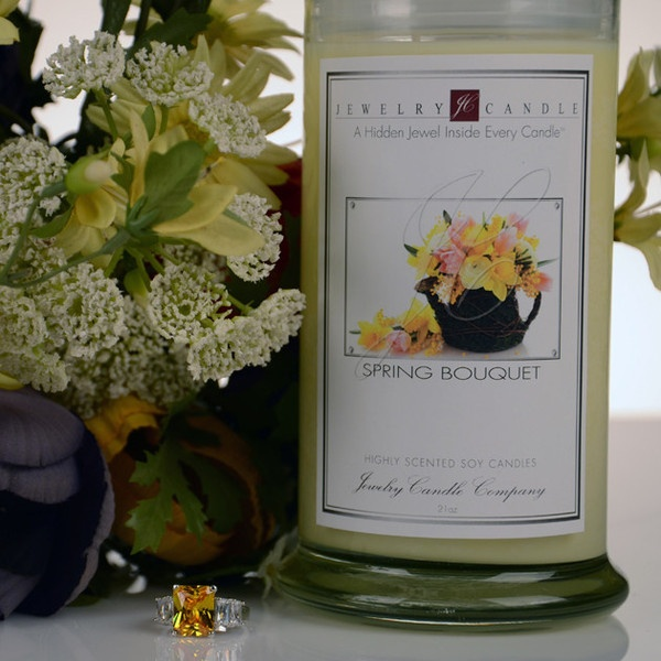 Our Spring Bouquet Jewelry Candle is the wonderful scents of White Peach, Kaffir Lime, Lemon Leaf, Sweet Lilac, Sheer Hibiscus.