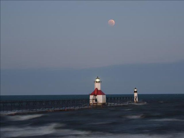 Blood Moon Pictures - Beautiful Photos of the October 2014 Blood Moon - Woman's Day Along the Michigan Coast