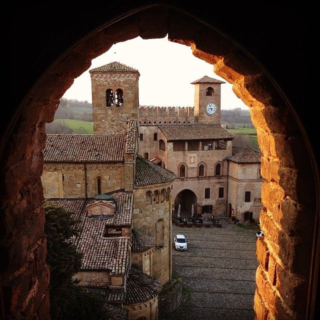 @TurismoER Un borgo in cornice   InstaTER #myER_dolcevita @ Castell'Arquato