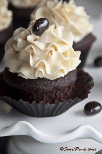 Mocha Cupcakes with Bailey's Frosting | SweetRevelations: Baileys, Frostings, Mocha Cupcakes, Recipe, Bailey Scupcake3, Dark Chocolate, Chocolate Mocha, Chocolate Cupcake, Bailey S Frosting