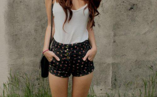 casual-fashion-girl-shorts-white-top-Favim.com-103170_large.jpg (500×309)