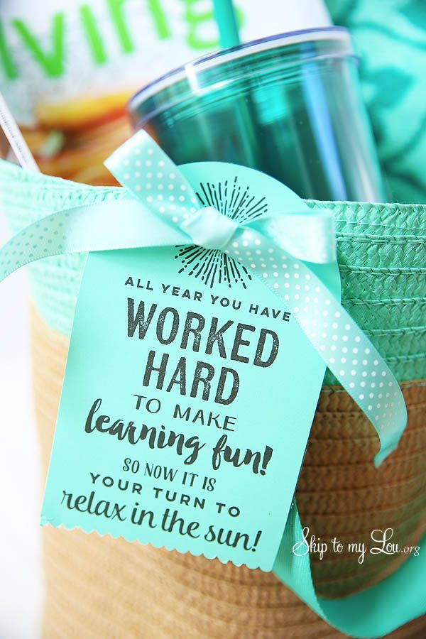 Summer beach tote full of beach must haves for an end of the year teacher gift. Add the printable tag to your bag!