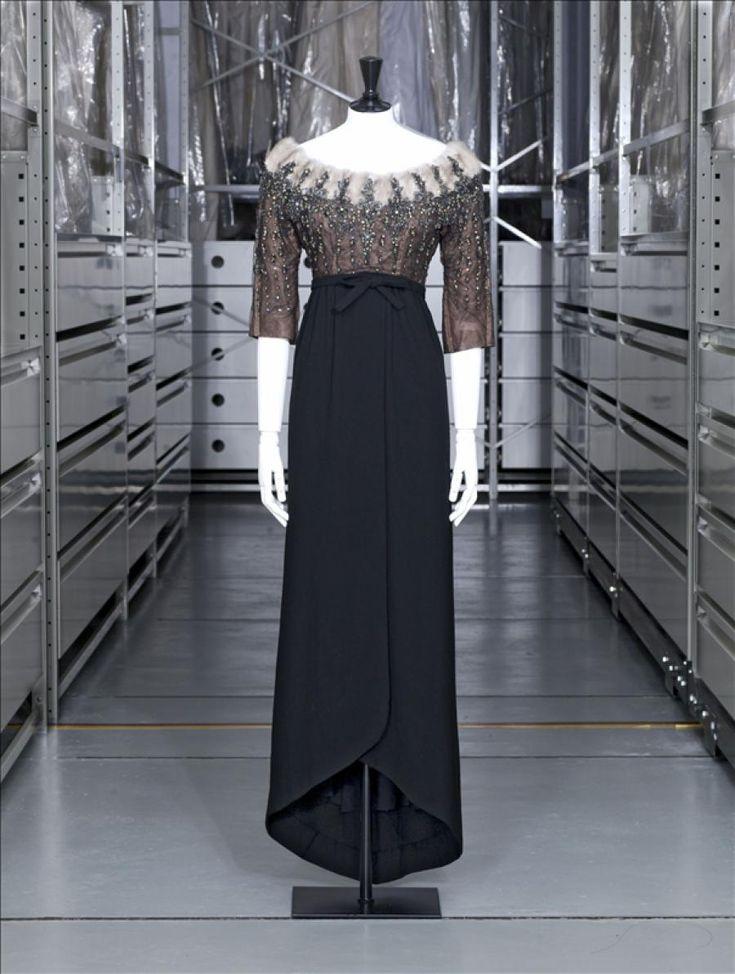 Balenciaga Gift of Maison Balenciaga Autumn-Winter 1958–1959 Wool muslin, silk tulle, twill, fur, beads and rhinestones GAL 1980.147.2 Palais Galliera, musée de la Mode de la Ville de Paris