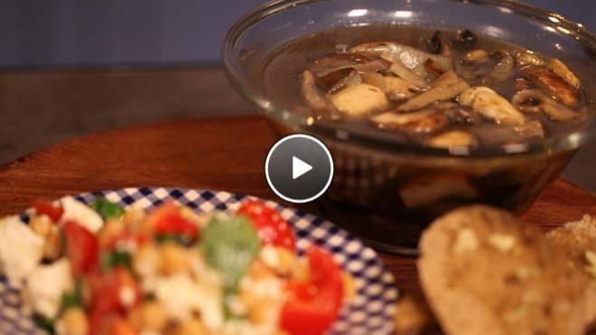 Paddenstoelensoep met gekruid brood - recept | 24Kitchen