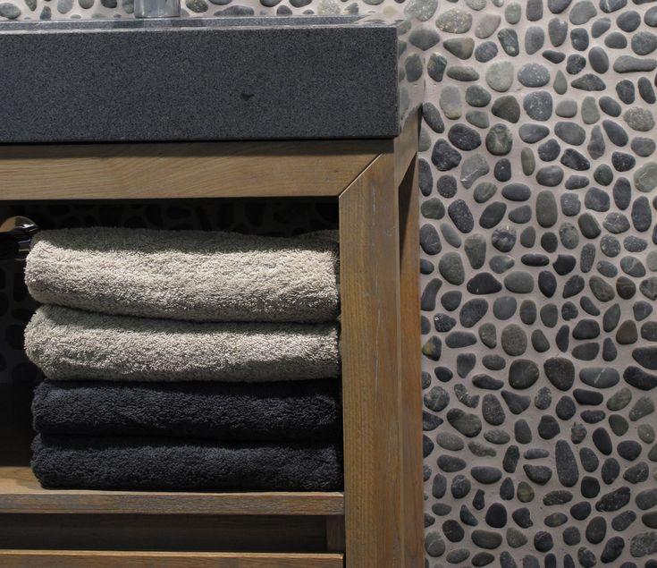 houtlook tegels badkamer en kiezels | Kiezelvloer badkamer - I Love My Interior