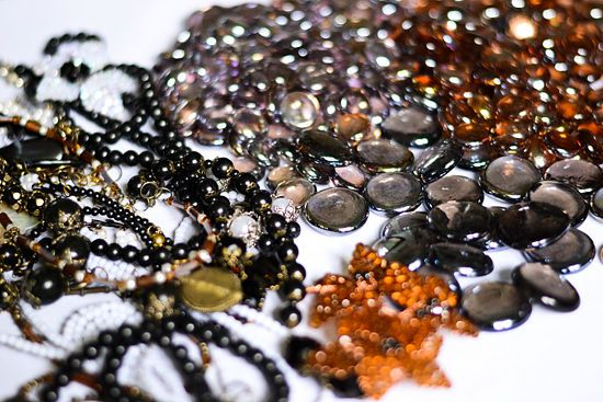 How to Bedazzle a Mirror With Costume Jewelry