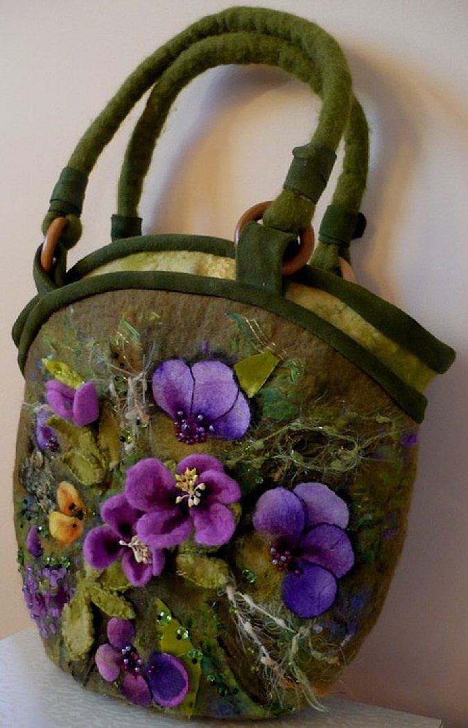it felted pansy bag by designer natalia kolesnikova craft pinterest filzen tasche. Black Bedroom Furniture Sets. Home Design Ideas