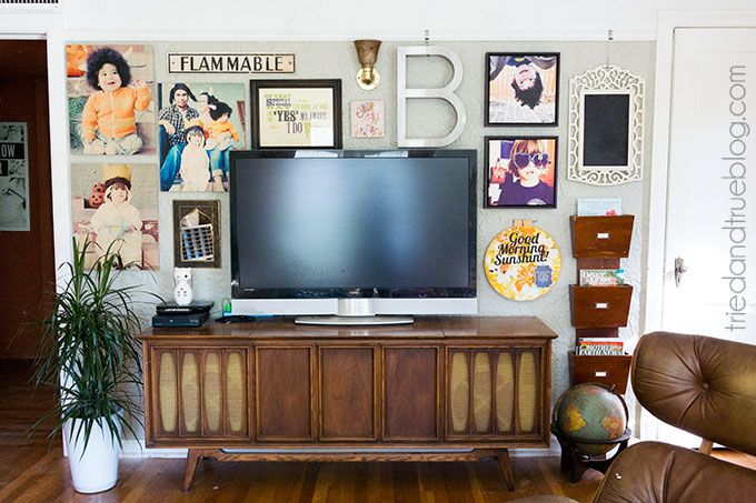 12 Awesome TV Gallery Walls | byDawnNicole.com  I love this one!