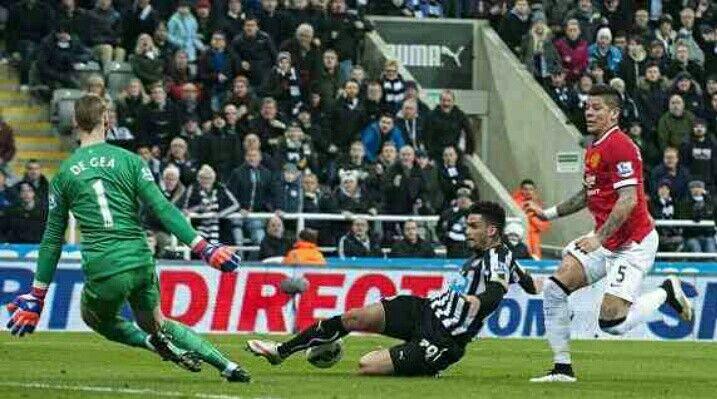 Newcastle Utd 0 Man Utd 1 in March 2015 at St James Park. Emmanuel Riviere has a good chance saved by David De Gea #Prem