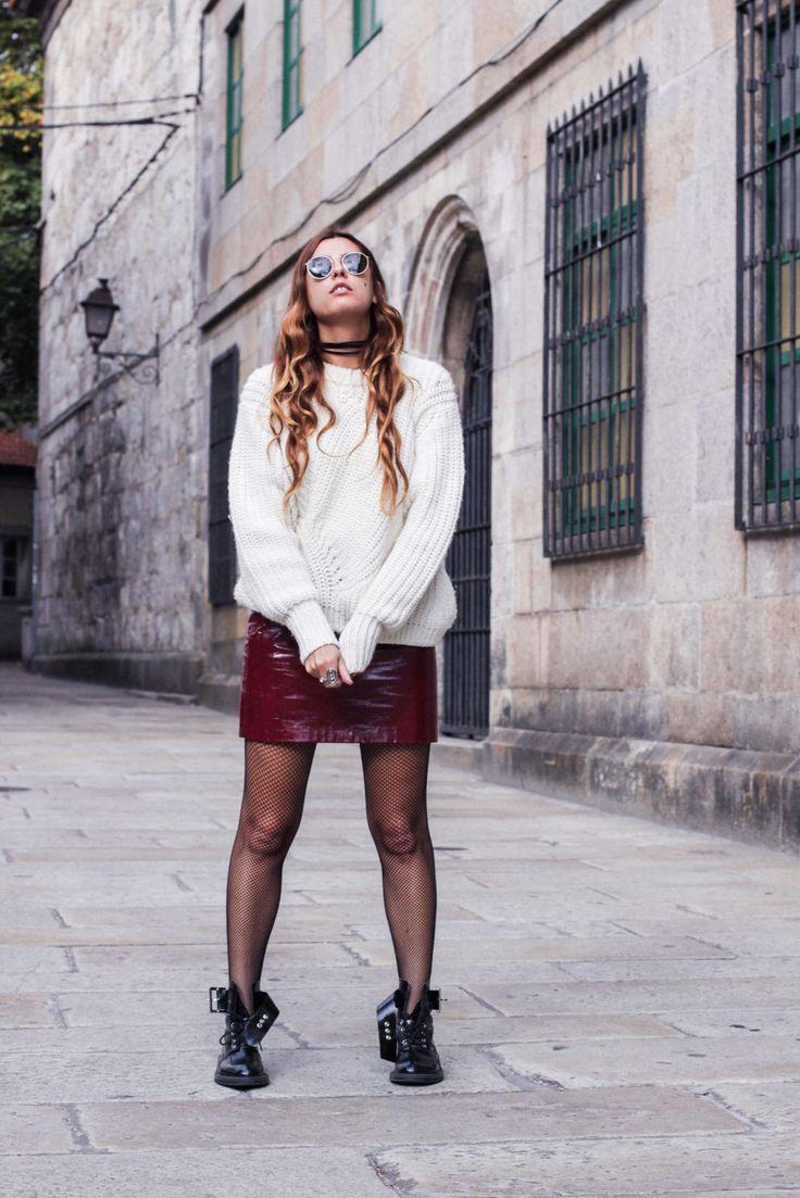 irresistible_me_medias_de_rejilla_falda_de_charol_jersey_sweater_knitwear_hair_style_dark_lips-16