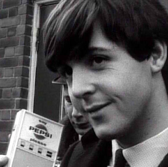 ♡♥Paul listens to Beatles music on a transistor radio♥♡