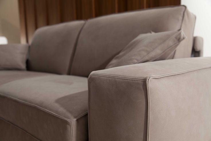 Divano letto con struttura in legno massello e cuciture ribattute divano letto motorizzato - Divano letto studio ...