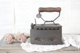 Antiek strijkijzer   www.24Homeswebshop.nl