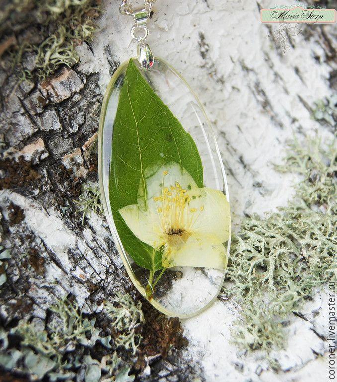 Купить Прозрачный кулон с цветком жасмина из ювелирной эпоксидной смолы - белый, купить кулон смола