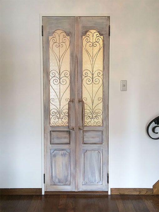 ドア アイアン面格子 無垢のドアにエレガントなアイアンを組み込みまし