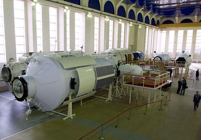 Roscosmos, l'agenzia spaziale russa, ha annunciato di voler continuare a supportare la collaborazione alla Stazione Spaziale Internazionale fino al 2024. Successivamente, il piano russo è quello di costruire una propria stazione spaziale che servirà per le attività spaziali nazionali. Leggi i dettagli nell'articolo!