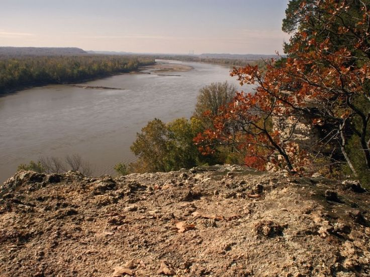 10 Best Hikes in Missouri including The Missouri River from Lewis and Clark Hiking Trail.