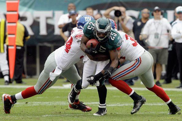 lashawn mccoy | Lesean Mccoy LeSean McCoy #25 of the Philadelphia Eagles tries to ...
