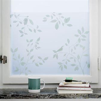 Birds fönsterfilm från Siluett Frost är både ett praktiskt insynsskydd och en fönsterdekoration med sitt vackra lövmönster. Den fäster utan lim och kan sättas på alla slags släta ytor. Kan fästas sida vid sida till önskad storlek.