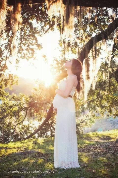 Angela D Photography, pregnancy photo, maternity picture, nature, sunlight, rustic, vintage