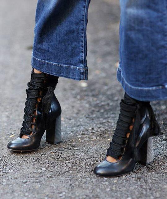 Entre lacets sportswear et cambrure ultra féminine, ces bottines Chloé ont tout bon ! (instagram Thefashionguitar)