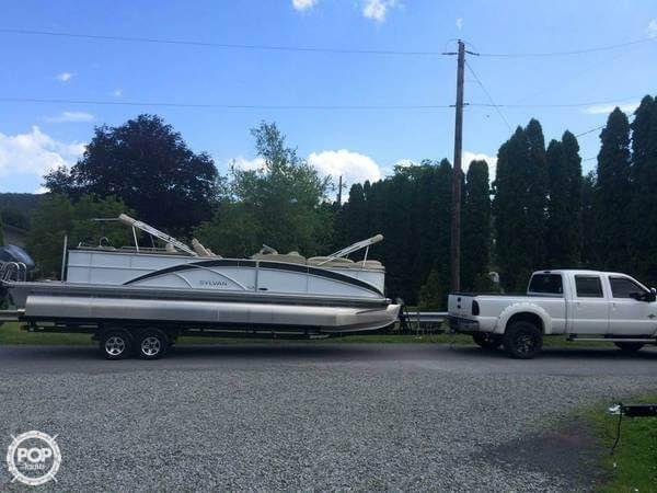 Freshwater Tritoon Pontoon Party Boat with upgraded Yamaha 250 Engine