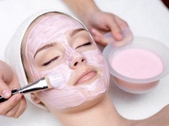 Bonne mine : masque du visage à l'argile rose - Recette beauté l'argile rose est pour les peaux  sensibles...