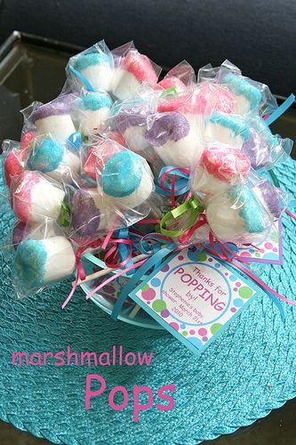 marshmallow pops - tænker, at man kunne tilsætte smag til sukkeret - f.eks. pebermynte