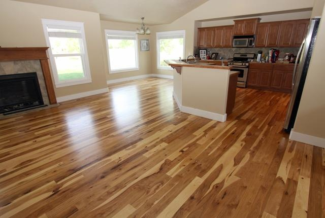 I Do Not Like This Cabinet Flooring Combo The Cabinets
