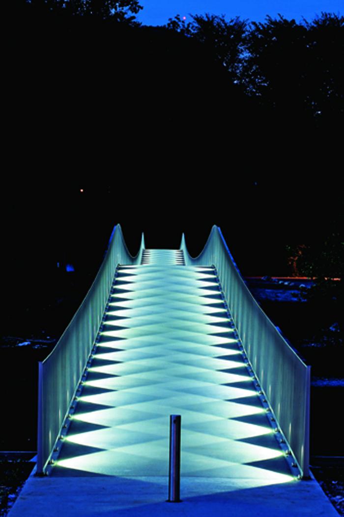 Mulimatt footbridge lighting