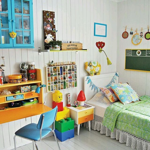 #Decoration #dekorasyon #renkliseyler #interior #interiordesigns #interiordecor #colorful #furniture #mobilya #kidsroom #cocukodasi #yatak #masa #turkuaz
