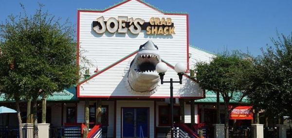 Joe's Crab Shack, the chain of beach-themed seafood restaurants, has closed at least 40 locations as the company undergoes a bankruptcy and…