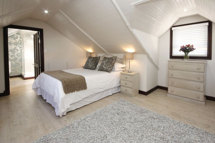 Studio room wiht full DSTV, WI-FI and Queen size bed