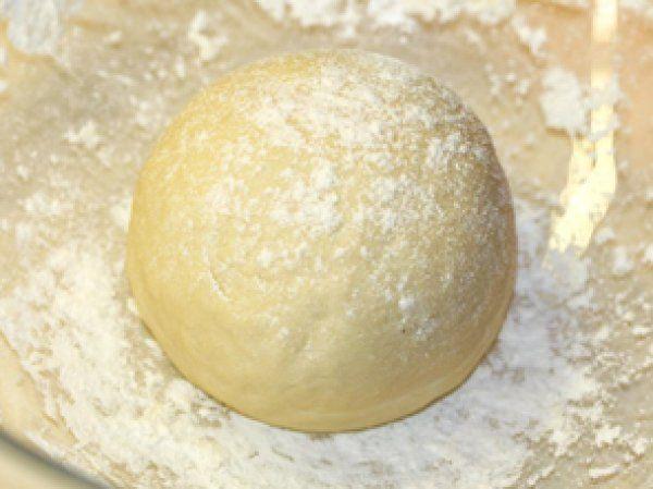 Обратите внимание - это тесто готовится без дрожжей и яиц.  В его состав входит…
