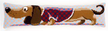 PN-0150030 Stramaj - Dørstopper med gravhund  Hyggelig hund til t have liggende foran Døren eller vinduet som trækker. Holder samtidig kulden ude.  Måler 80 x 20 cm  Sys på malet stramajstof med 18 huller per 10 cm.