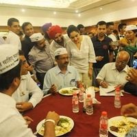 Kejriwal used to say that BJP took donation from Ambani and Adani, the party favor them in their business.<div><br></div><div>Now when Kejriwal had dinner and took donation from Delhi Businessmen, will he himself favor these businessmen in return? Will he clear his stand?</div> itimes.com