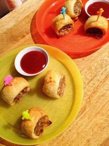 Sausage rolls don't always have to be reserved for party food especially when you make them yourself. These mini sized mini rolls hide some veggies, are made with real meat and the flavour is no comparison to frozen store bought ones. Here they are served with tomato sauce and mini plastic toothpicks which were purchased […]