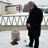 Kasparov at Fischer's Grave, March 2014