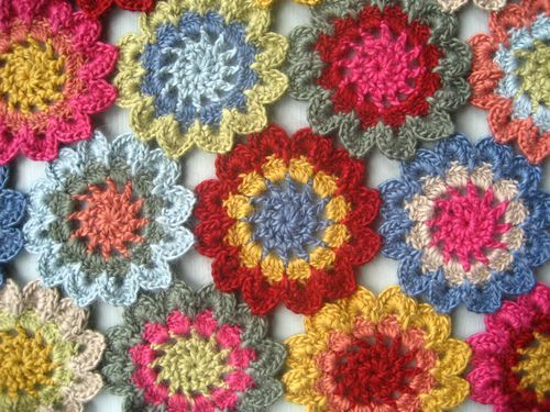 I figured out this flower pattern and have made about 20 scarves for holiday gifts and one lovely cotton shawl por moi. I also have a wrap in sock weight kureyon (delicious) in process. But I love what Lucy's done with hers. Hmmmm...