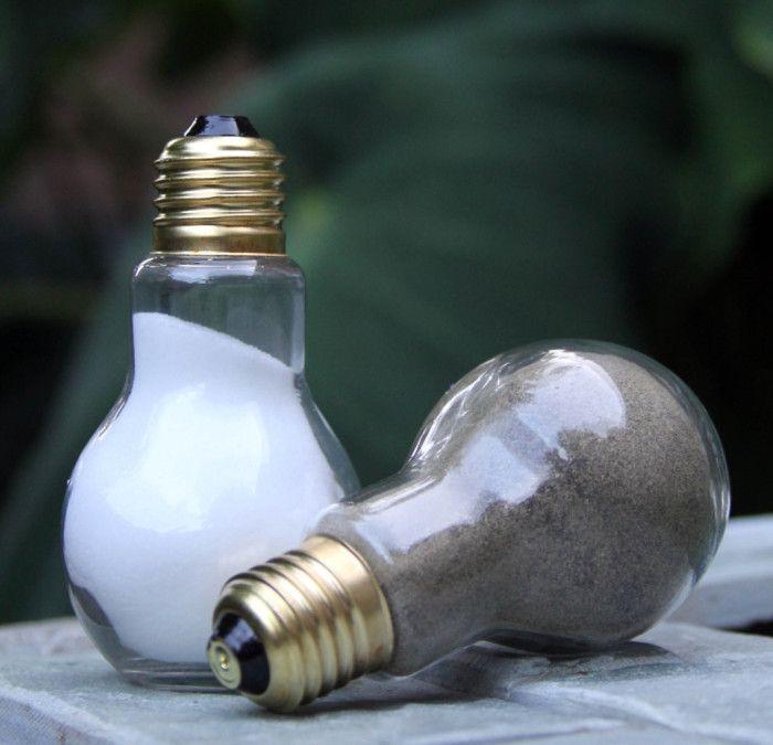 #riciclare le vecchie lampadine - saliera e pepiera