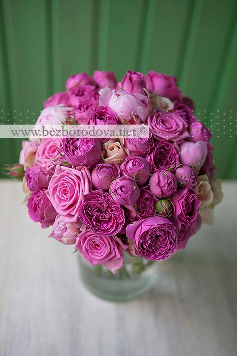 Малиновый букет невесты из пионовидных роз и розовых пионов